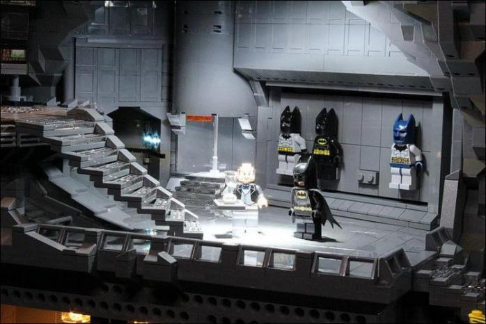 Бэтмен в своем логове