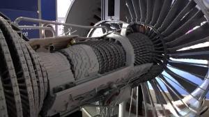 Авиационный двигатель из лего