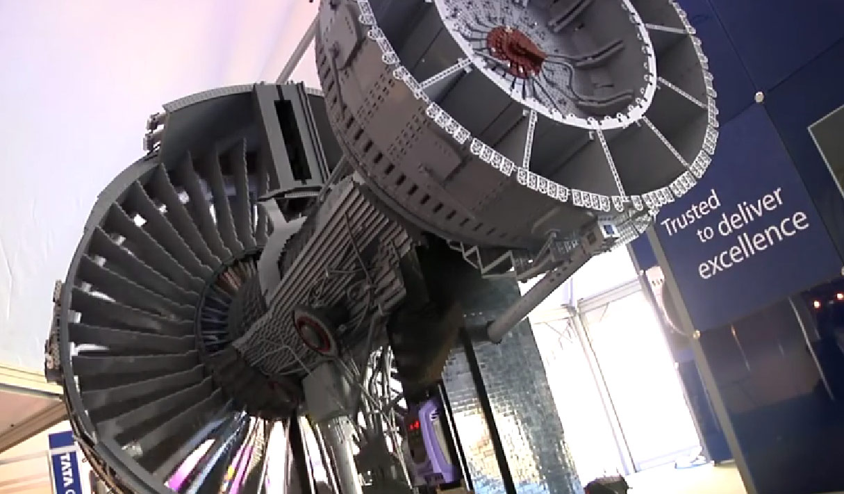 Авиационный двигатель из «Лего»