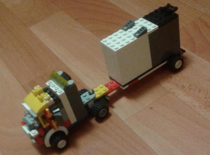 Грузовик для перевозки габаритных грузов