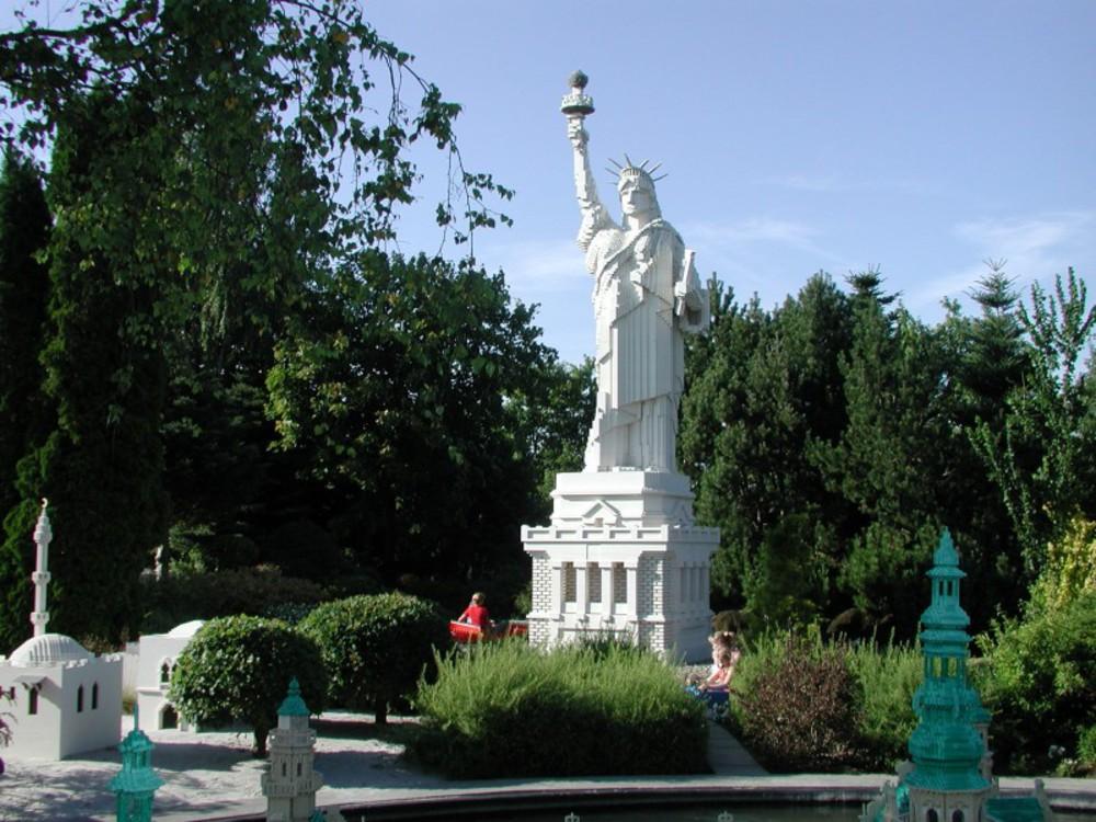 1statuyasvobodi-1