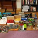Lego россыпью. Рассортировано по цветам. А также минифигурки разных серий.