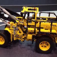 Продам lego technic 42030 в идеальном состоянии
