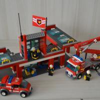 """Официальное Лего """"пожарная станция"""" без инструкции и коробки. Инструкцию можно найти в интернете. Всё остальное в идеальном состоянии.СПБ"""