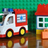 Продаю LEGO DUPLO Машина скорой помощи 10527 (14 деталей).