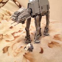 продам LEGO star wars шагаход  в хорошем состоянии почти новый +4 разнообразных воинов