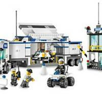 Продам конструктор lego city, артикул: 7743, полицейский автомобиль для слежения, с инструкцией, без коробки, набор в отличном состоянии.