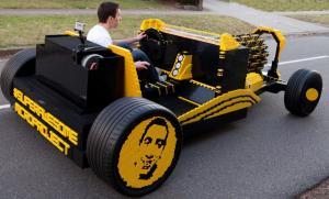 Машина из кубиков лего