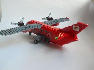 Самолет L-410 сзади