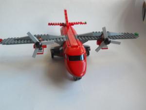 Самолет L-410 спереди