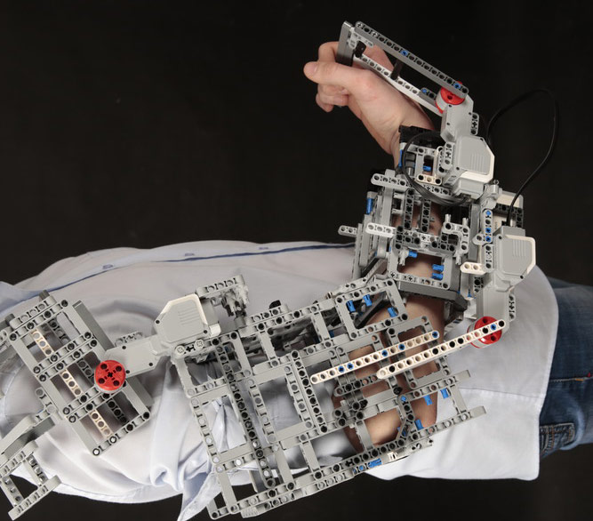 Робот-тренажер для реабилитации суставов рук