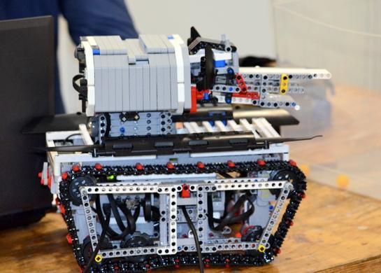 Роботы из лего к юбилею победы