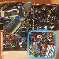 Продам Лего ( оригинал) россыпью, без инструкции.