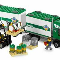 Продам конструктор lego city, артикул: 7733, грузовик и погрузчик, с инструкцией, без коробки, набор в отличном состоянии.