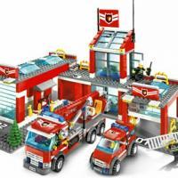 Продам конструктор lego city, артикул: 7945, пожарная станция, с инструкциями, без коробки, набор в отличном состоянии.