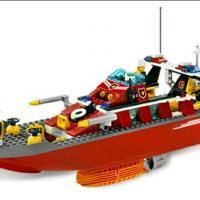 Продам конструктор lego city, артикул: 7990, пожарный катер , с инструкцией, без коробки, набор в отличном состоянии.